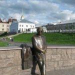 Памятник поэту Л.И. Ошанину