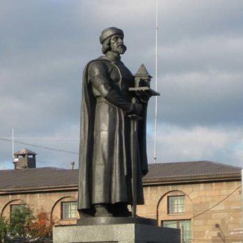 Памятник основателю города — князю Ярославу Мудрому