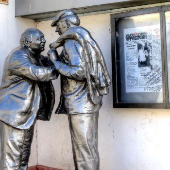 Памятник Афоне и штукатуру Коле