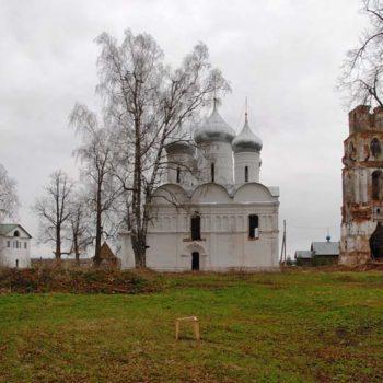 Спасо-Геннадиев Любимский мужской монастырь в деревне Слобода Ярославской обл.
