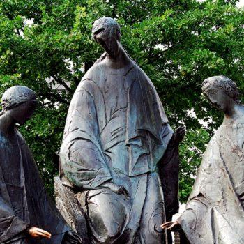 Памятник «Троица»